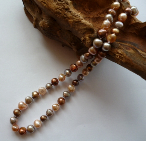 Baroque Pearl Necklace in Sparkling Champagne