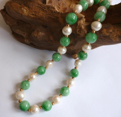 Large Pearls and Jade necklace