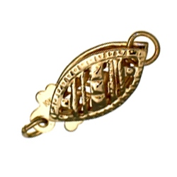 Oval filigree 'fish-hook' clasp in 9 carat gold.
