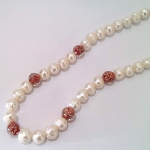 Ringed Pearls with 'Gold-Sand' glass beads in red.