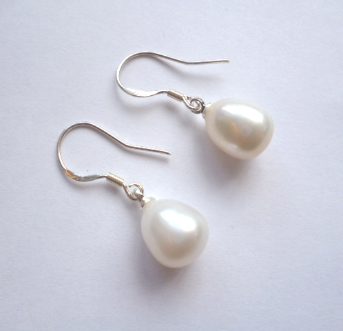 Tear-drop White pearls on silver hooks